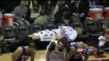 Chris-Kaman-catches-a-quick-nap-on-the-empty-Laker-bench.-Screencap-via-@nbarocksstc